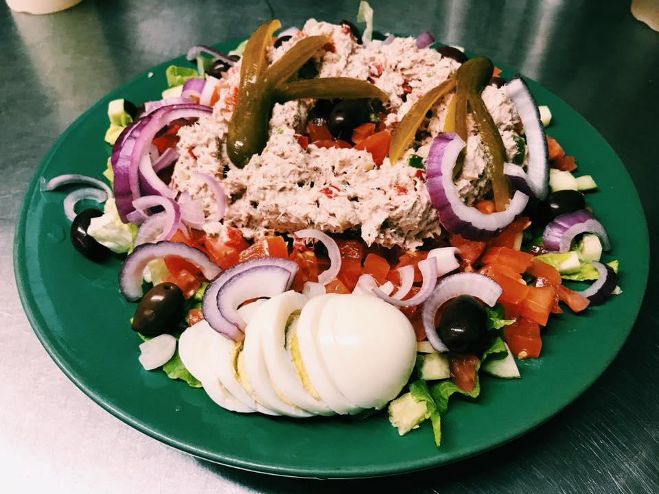 tuna salad with veggies